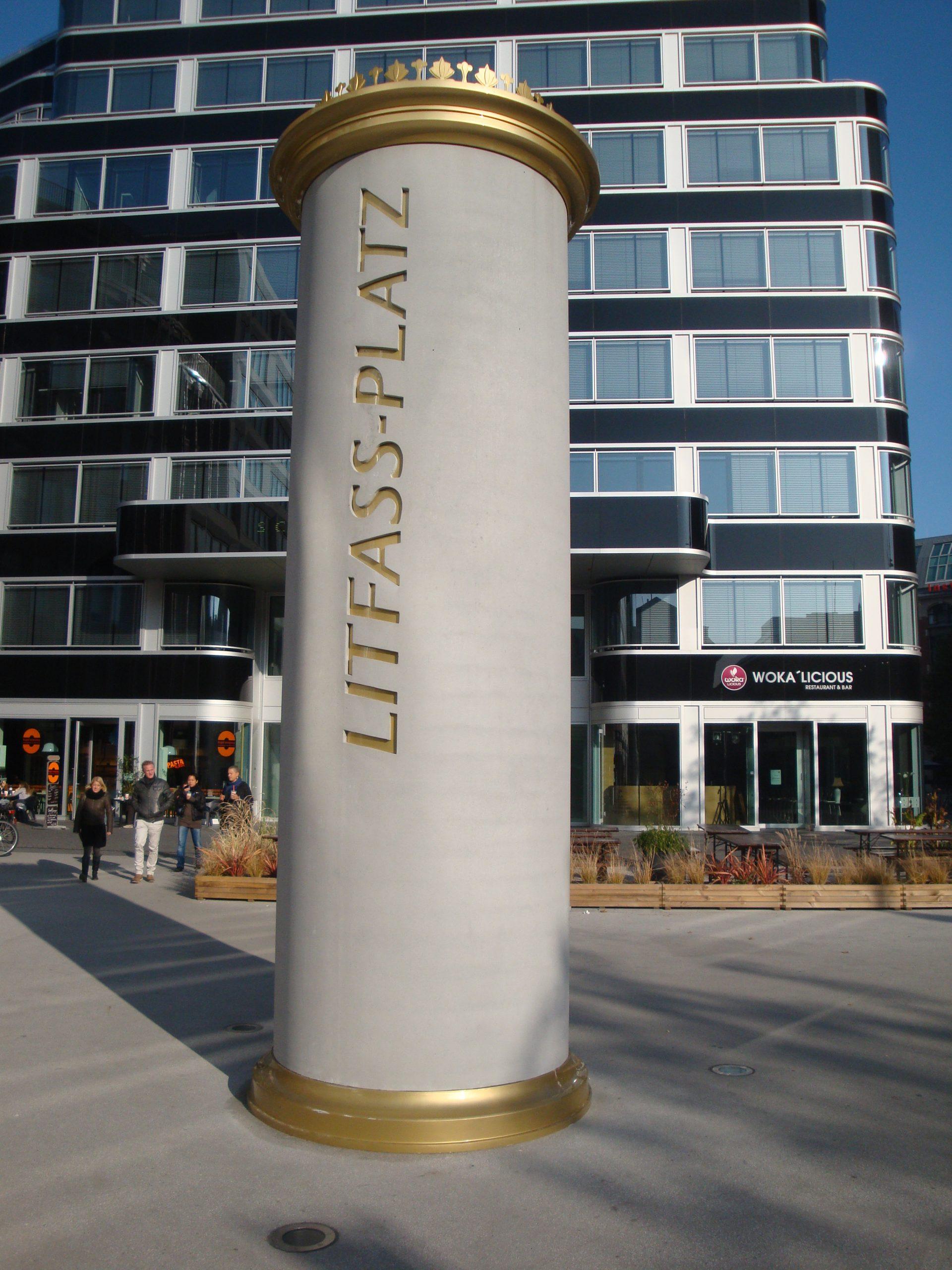 Litfaßsäule bei der Münzstraße nähe Alexanderplatz